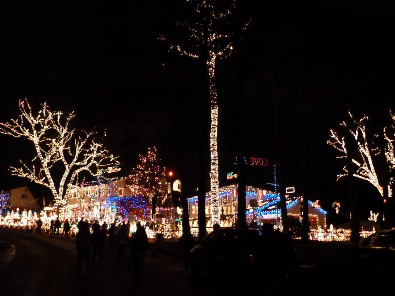 Blog - Friday Faves - Tacky Light Christmas Tour